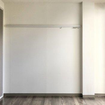 【洋室6帖】左側にクローゼットがあります。