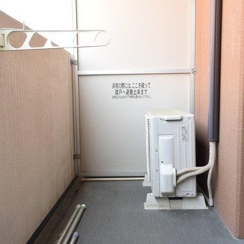 バルコニーはスペースもしっかりあって、洗濯物も干しやすそう。(※写真は4階の同間取り別部屋のものです)