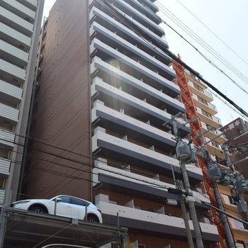 大通りから1本入ったところのマンション (※工事中の写真です)