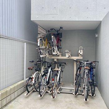 自転車置き場はエントランス横です