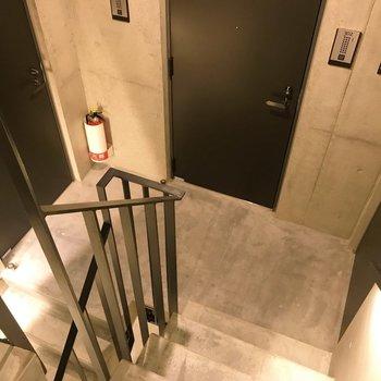ワンフロアに3部屋。照明が素敵なのです。