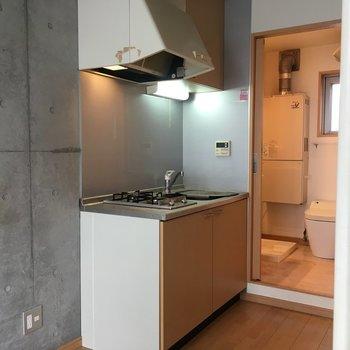 スタイリッシュなキッチンは2階に※写真と文章は2階の反転間取り別部屋のものです