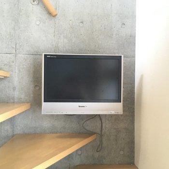 備え付けのテレビの存在感※写真と文章は2階の反転間取り別部屋のものです