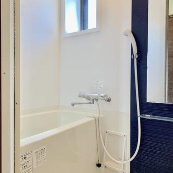 バスルームには浴室乾燥機もあります