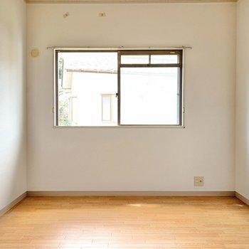 【洋室②】すぐそばに洋室。ここは、客間兼書斎部屋におすすめ。
