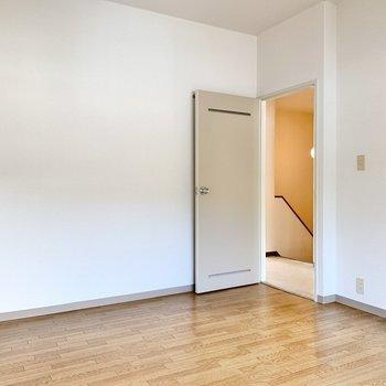【洋室①】ここは自分部屋にできそうです。