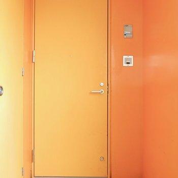 ポップな玄関