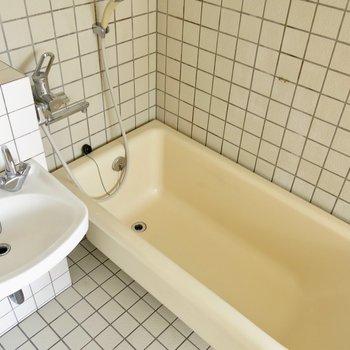 可愛い浴槽!(※写真は2階の反転間取り別部屋のものです)