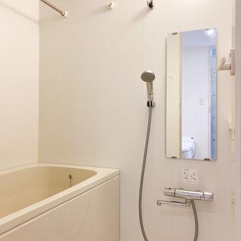 シンプルな浴室