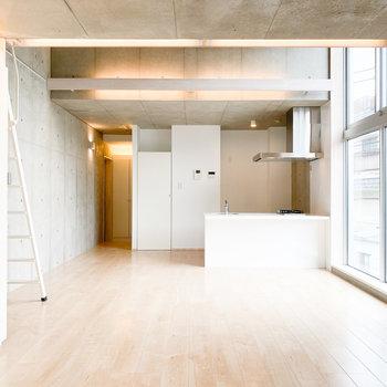 【洋室】コンクリートと白の落ち着きがある組み合わせ