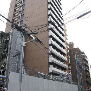 どっしりとしたマンション (※工事中の写真です)