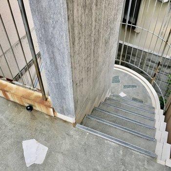 共用部】お部屋へはこの階段で。