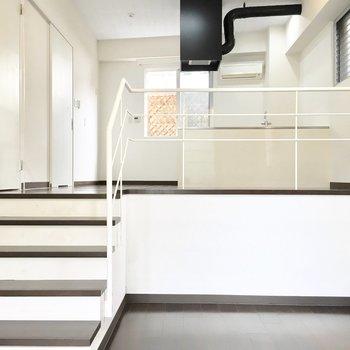 ダイニングと洋室の間には5段の階段。