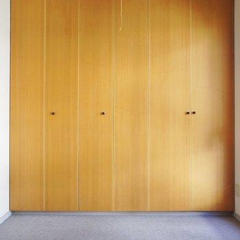 収納は寝室に※写真は2階の同間取り別部屋のものです