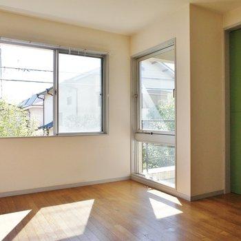お、緑の扉。※写真は2階の同間取り別部屋のものです