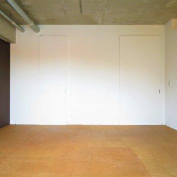 とっても広くて天井も高いですね※写真は8階同間取り・別部屋のものです。