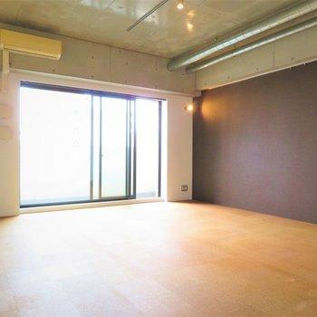 大きな家具を置いても問題なさそうです※写真は8階同間取り・別部屋のものです。