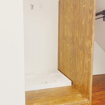 お隣は洗濯機置き場。