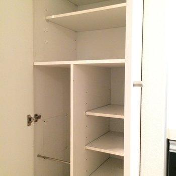 玄関脇のシューズボックスです。※写真は3階の同間取り別部屋のものです