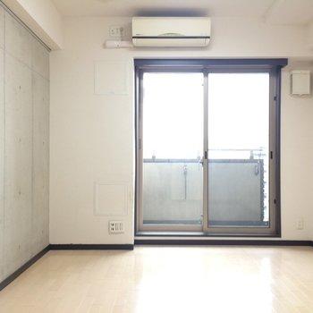 コンクリの壁がいい感じ。※写真は3階の同間取り別部屋のものです