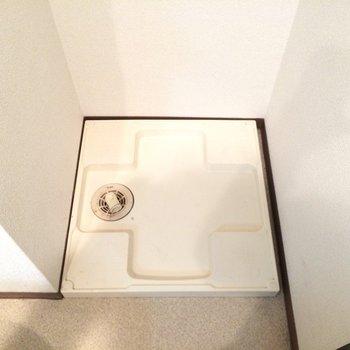 洗濯機置き場はトイレの隣!※写真は3階の同間取り別部屋のものです