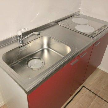 お掃除も簡単なIHのシステムキッチン。お料理するのが楽しくなりそう※写真は1階の同間取り別部屋のものです