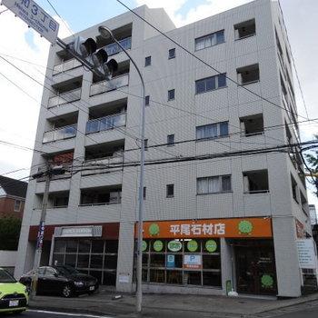 「平尾三丁目」バス停から1分!穏やかな住宅街。
