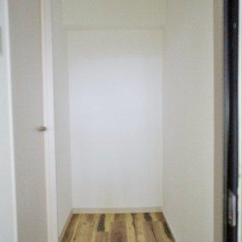 玄関はこちら!※写真は別部屋