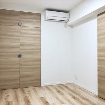 【洋室②】落ち着いた雰囲気で、寝室や書斎に良さそうです。