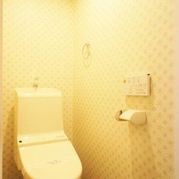 トイレのクロス素敵!