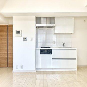 冷蔵庫はキッチン横に置きましょう。