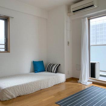 角部屋なので、もう一窓あります。※写真は7階の同間取り別部屋のものです