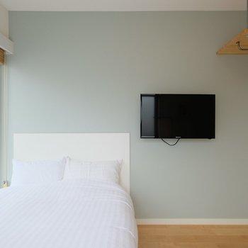 壁掛けテレビは可動式です