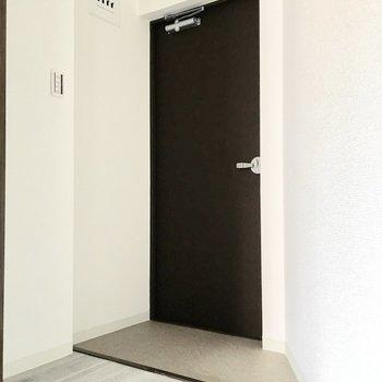 台形の型した玄関。