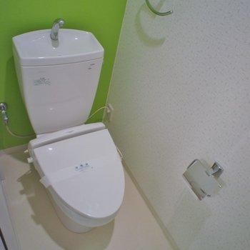 トイレもグリーンのクロスで。