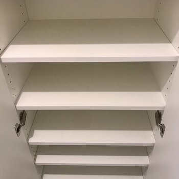 シューズボックスの棚は高さが自由自在
