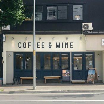 ちょっと歩くと、狸小路7丁目と8丁目の間にこんなおしゃれなカフェが!朝早くから夜遅くまで営業してますよ!