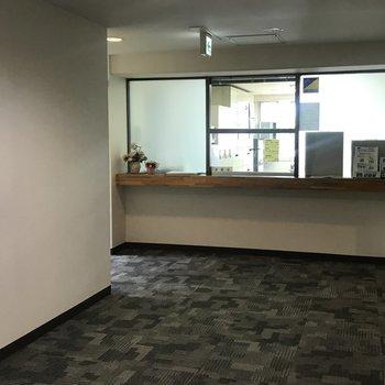 3階には管理人室。平日9:00-15:00までいますよ〜!