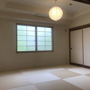 このお部屋は窓付の和室