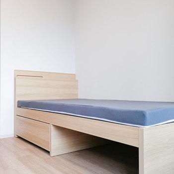 ベッドは収納付き!