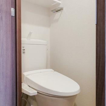 トイレ独立、ウォシュレットもついてます!