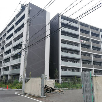 隅田川沿いにある、真新しい建物です!