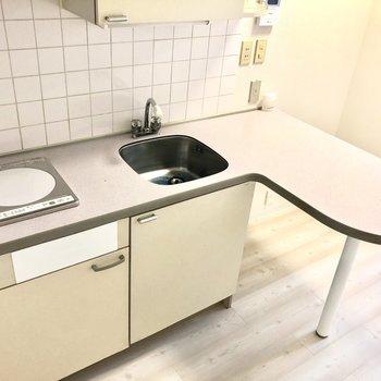 調理スペースはカウンターを活用!