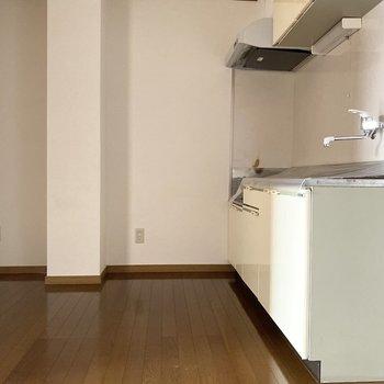 【DK】奥には冷蔵庫などが置けますよ※写真は通電前のものです