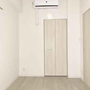 【SR】窓からわずかに光が差し込みます。※写真は1階の反転間取り別部屋のものです