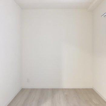 【SR】もう一つベッドが置けそうです。※写真は1階の反転間取り別部屋のものです