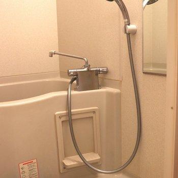 洗面台の隣がお風呂。洗い場が広いです