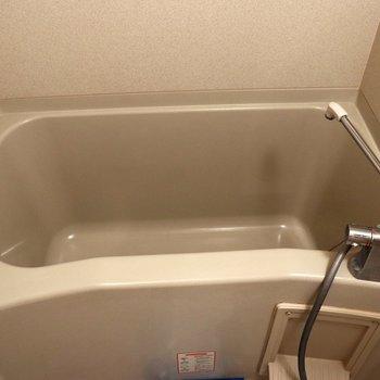 浴槽が深いので温まれそうです