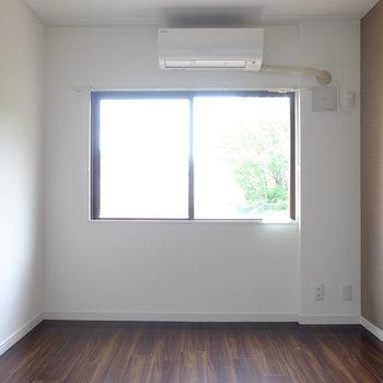 こちらは玄関側のお部屋