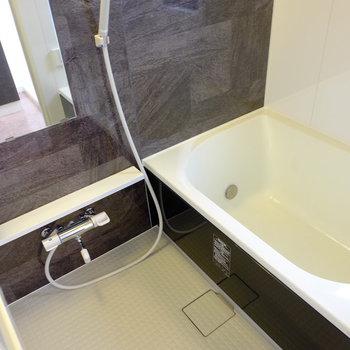 きれいだ…ちょっとだけ横がワイドな浴槽